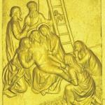 13 Тело Иисуса снимают с Креста