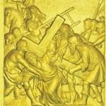 5 Симон Киринеянин помогает Иисусу нести Его Крест